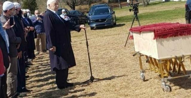 Fetullahçı Terör Örgütü'nün (FETÖ) ABD'nin Pensilvanya eyaletindeki örgüt karargahına yakın bölgede satın aldığı arazi üzerine kurduğu Gurbet Mezarlığı faaliyete geçti. İsmini vermek istemeyen bir görgü tanığı ise mezarlıkta geçen sene hiç mezar olmadığını, ancak son yapılan cenaze töreninin ardından mezarlığa uğradığında, 2020, 2019 hatta bir tane de 2018 yılına ait üç mezarı görünce şaşırdığını belirtiyor. Öte yandan mezarlıktaki mezar taşlarında da dini veya milli aidiyeti belirten herhangi bir sembolün kullanılmaması da dikkati çekti.