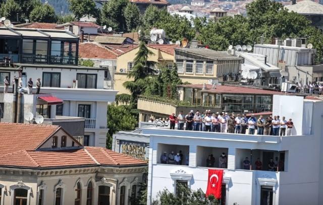 Fatih Sultan Mehmet Han'ın emaneti Ayasofya'nın Cumhurbaşkanı Recep Tayyip Erdoğan tarafından ibadete açılmasının ardından ilk namaz tarihi 24 Temmuz olarak belirlenmişti.  Ayasofya Camii'nde ilk namaza iştirak etmek isteyenler, Türkiye'nin dört bir yanından harekete geçerek İstanbul'a geldi.