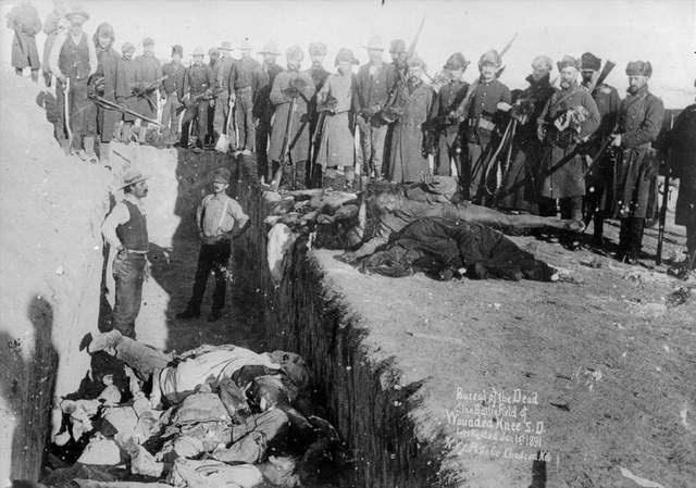 1915 olayları için Türkiye'yi hedef alan ABD'nin tarihi katliamlar, soykırımlarla dolu! İşte dünden bugüne ABD'nin katliamları...  Amerika kıtasının keşfedildiği süreçte 70 milyon Kızılderili kendi topraklarında katledildi. ABD bu katliamlar üzerine kuruldu.