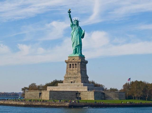 New York'taki Özgürlük Heykeli'nin masraflarının bir bölümünün Osmanlılar tarafından ödendiğini biliyor muydunuz? Üstelik heykel Mısır'a dikilecekti! İşte öyküsü: