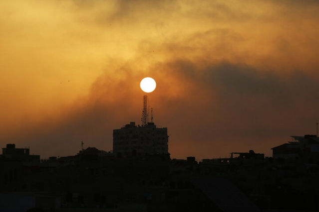 İsrail savaş uçakları, Gazze kentindeki bazı noktalara hava saldırısı düzenledi. Saldırı sonrası 24 Filistinli şehit olurken 103 kişi ise yaralandı. Hava saldırılarının boyutu ise gün ağarınca ortaya çıktı. Gazze'nin farklı bölgelerinde çok sayıda bina ve yerleşim yeri hasar gördü.