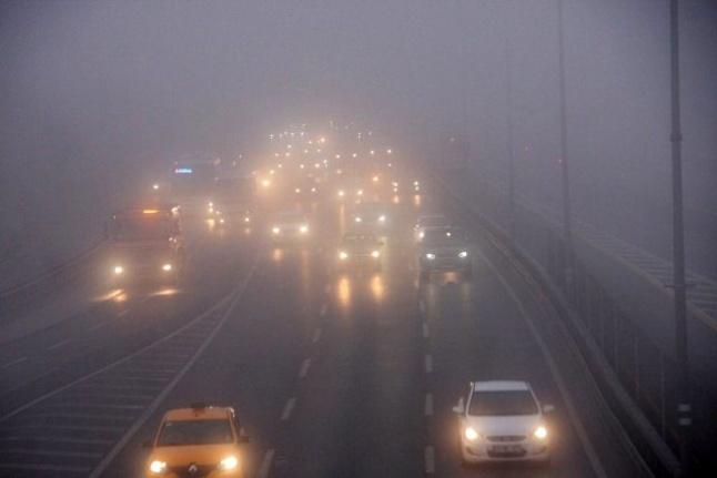 İstanbul güne sisle uyandı, bazı seferler iptal edildi