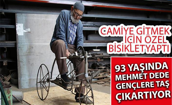 93 Yaşındaki Mehmet Dede, camiye gitmek için özel bisiklet yaptı