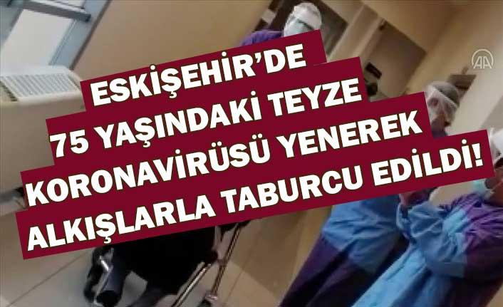 Eskişehir'de 75 yaşındaki kadın koronavirüsü yenerek alkışlarla taburcu edildi