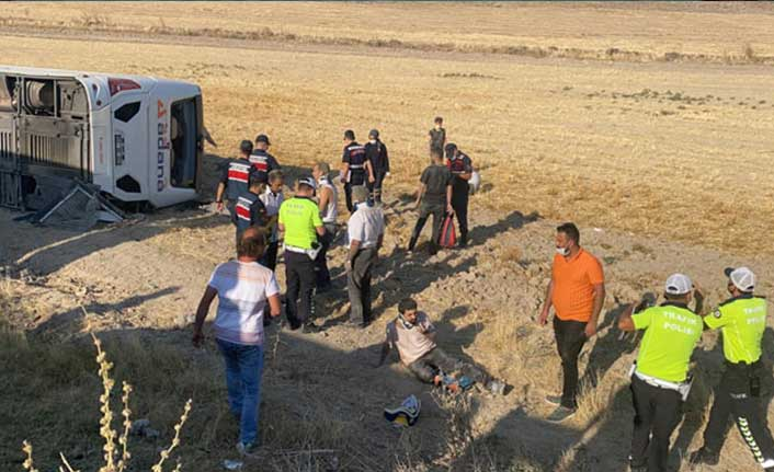 Aksaray'da yolcu otobüsü devrildi: Çok sayıda yaralı var