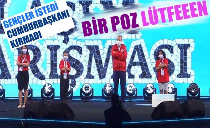 Erdoğan'ın öğrencilerle verdiği Teknofest'e özel poz