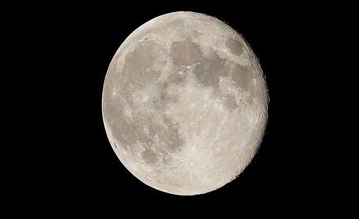 NASA 2024'te Ay'a iki astronot göndermeyi planlıyor