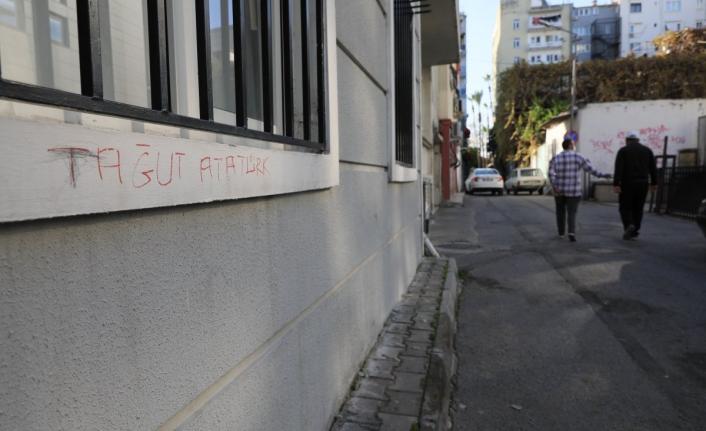 Antalya'da 'Tağut Atatürk' yazan kişi gözaltına alındı