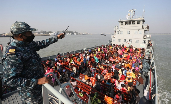 Bangladeş, Arakanlı Müslümanları ıssız adaya gönderiyor