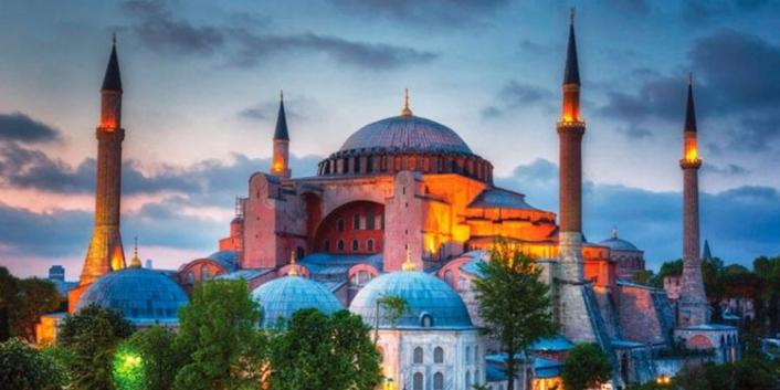 Cumhurbaşkanı Erdoğan'ın Ayasofya Camii'ne giriş yaptığı an tekbir sesleriyle karşılandı.