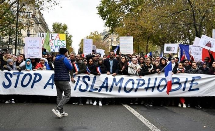 İslam düşmanı Fransa'dan, İslam karşıtı yasa!