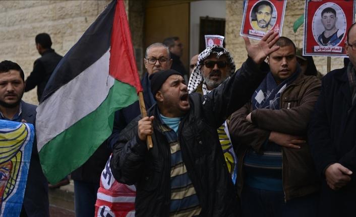 İsrail hapishanelerinde Kovid-19'a yakalanan Filistinli tutuklu sayısı 300'e yaklaştı