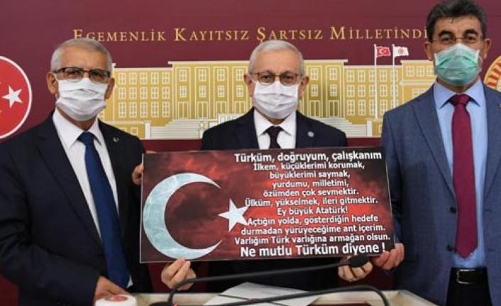 İYİ Parti'den kanun teklifi: İstiklal Marşı Andımız'ın alternatifi olamaz