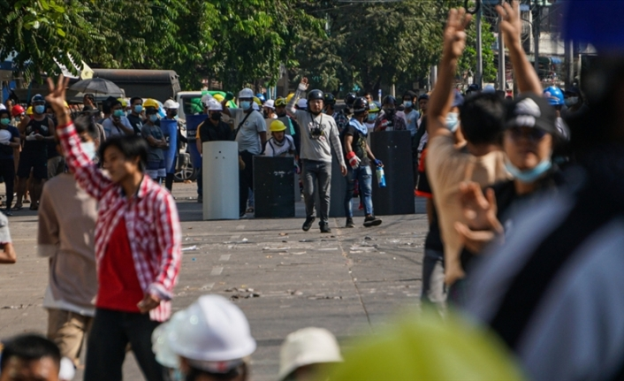 Myanmar'daki protestolara güvenlik güçlerinin silahlı müdahalesi sonucu en az 38 kişi öldü