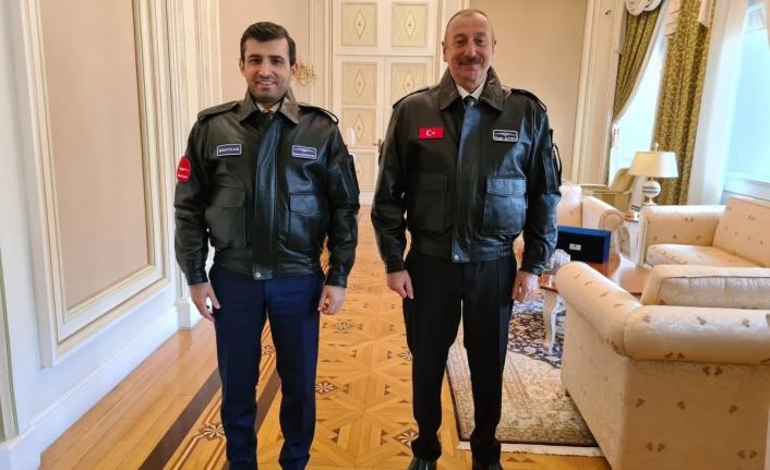 İlham Aliyev, Selçuk Bayraktar'a madalya taktı