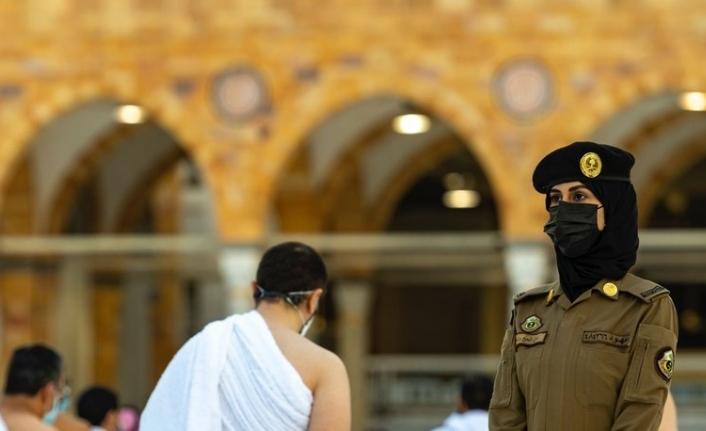 Suudi Arabistan'da bir ilk: Kadın güvenlik görevlileri hac ve umre ziyaretinde görevli!