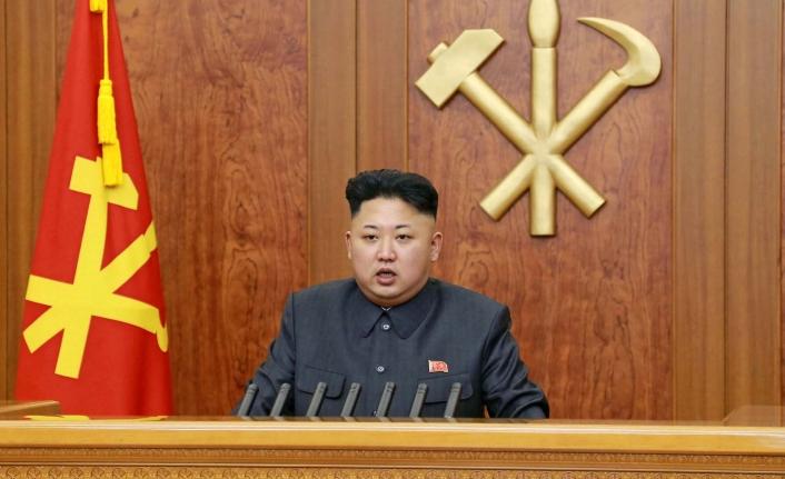 Kuzey Kore'de dar kot pantolon ve aslan yelesi saç yasağı
