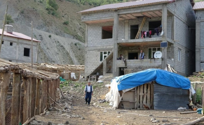 Muş'ta terörden temizlenen köylere dönüş başladı