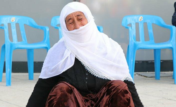 Van'da nöbet tutan aile sayısı 32'ye yükseldi: 'PKK 6 yıl önce kızımı kaçırdı, sonra da eşimi öldürdü'
