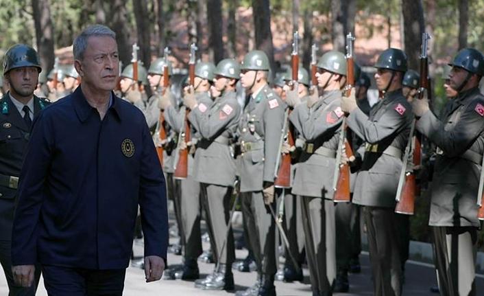 Bakan Akar ve komutanlar Yunanistan sınırında!