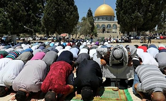 Müslümanlar Mescid-i Aksa'ya akın etti