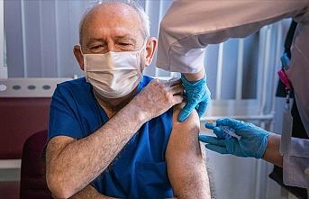 Kılıçdaroğlu, Kovid-19 aşısının ilk dozunu yaptırdı