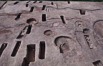 Beş bin yıl öncesine ait 110 antik mezar bulundu! İçinden çıkanlar...