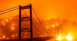 Kaliforniya'da yangın sebebiyle gökyüzünün rengi turuncuya döndü
