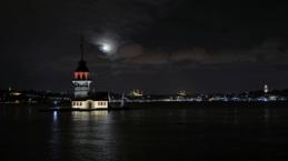 İstanbul yine kendine hayran bıraktı: Dün akşam dolunay ile ortaya bu manzaralar çıktı