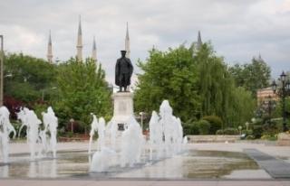Cami bahçesine Mustafa Kemal'in heykeli dikilecek!...