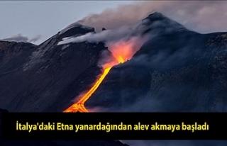 İtalya'daki Etna yanardağından alev akmaya...