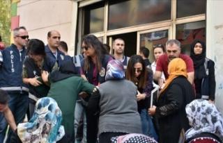 Oturma eylemi yapan 'Diyarbakır Anneleri'nden...
