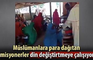 Misyonerler Nijerya'da Müslümanlara para vererek...