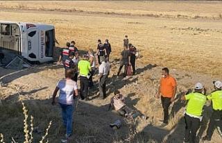 Aksaray'da yolcu otobüsü devrildi: Çok sayıda...