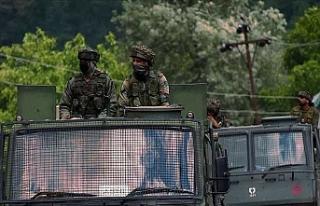 Hint askerlerinin Keşmir'de açtığı ateş...