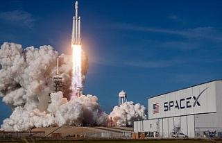 SpaceX'in test ettiği uzay mekiği iniş sırasında...