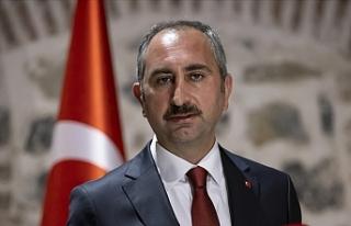 Adalet Bakanı Gül: Hadsizlerin kutsalımız Kabe'ye...