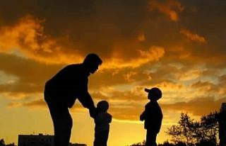 BİR BABA ÇOCUĞUNA NASIL DAVRANMALIDIR?