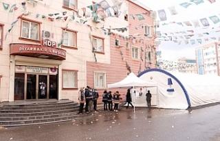 Diyarbakır'da HDP binası boşaltıldı