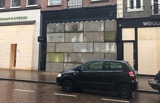 Hollanda'da mağazalar yağmalamaya karşı beton...