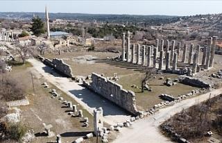 Mersin'deki Uzuncaburç Antik Kenti'nin 2...