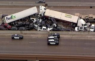 Teksas'ta zincirleme kazada en az 100 araç birbirine...