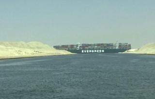 400 metrelik gemi karaya oturmuştu: Süveyş Kanalı...
