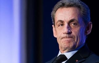 Eski Fransa Cumhurbaşkanı Sarkozy 3 yıl hapis cezasına...