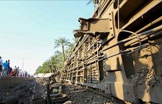 Mısır'da iki tren çarpıştı: 32 ölü, 66...