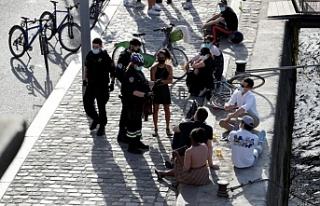 Fransa, koronavirüse karşı açık havada alkolü...