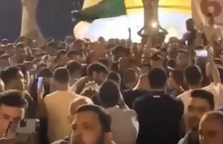 Mescid-i Aksa'da İsrail'e direnen Filistinliler...