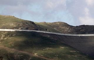 Van'ın İran sınırı 64 kilometrelik duvarla...