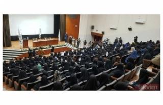 Afgan kadınlar Kabil Eğitim Üniversitesi'nde...