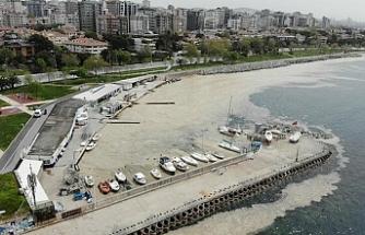 Müsilajla mücadele seferberliği sürüyor: Caddebostan sahili deniz salyasından temizlendi